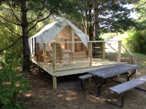 Glamping tent with picnic table outside